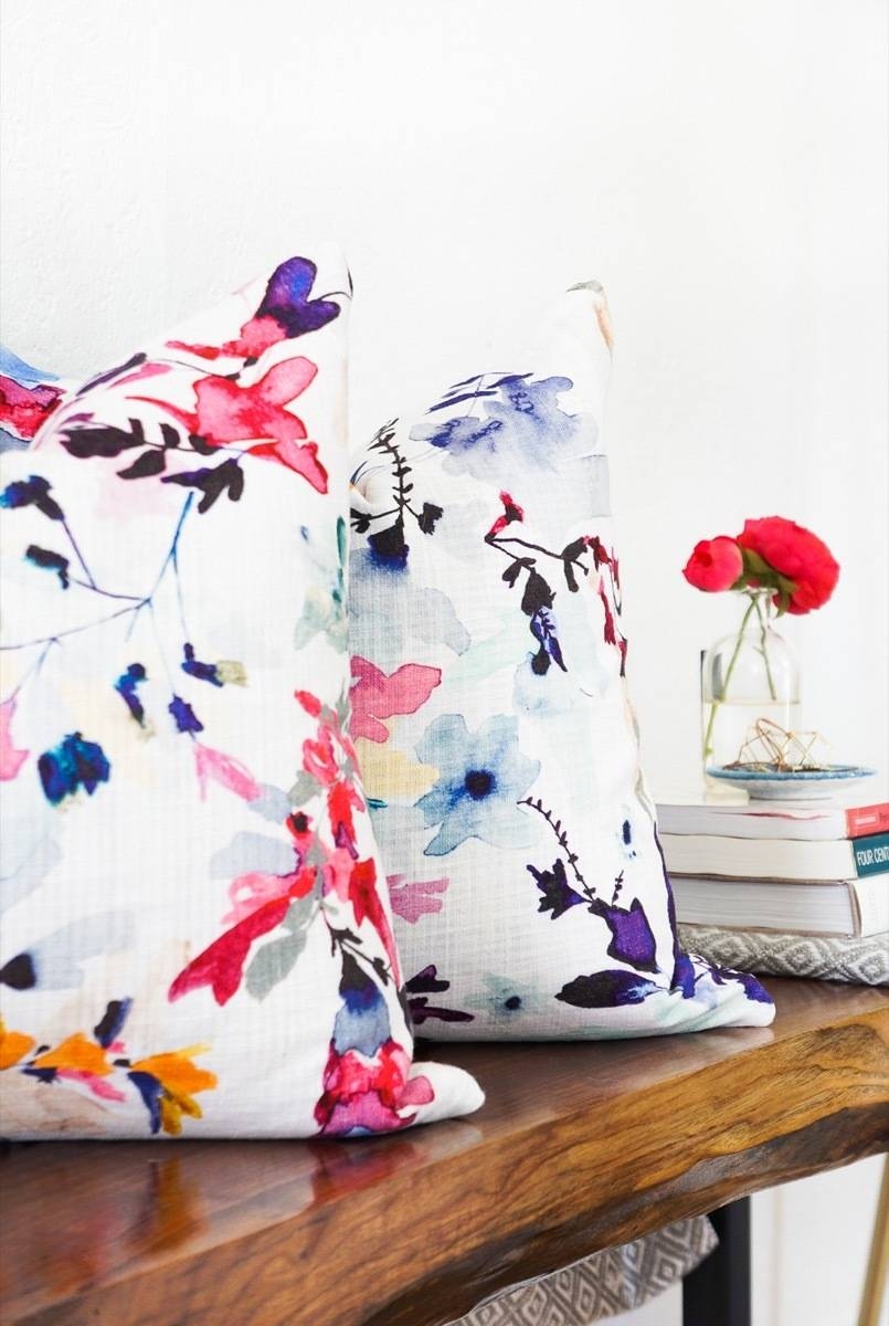 99 ways to use fabric to decorate your home   Pillow cover made from cloth napkins