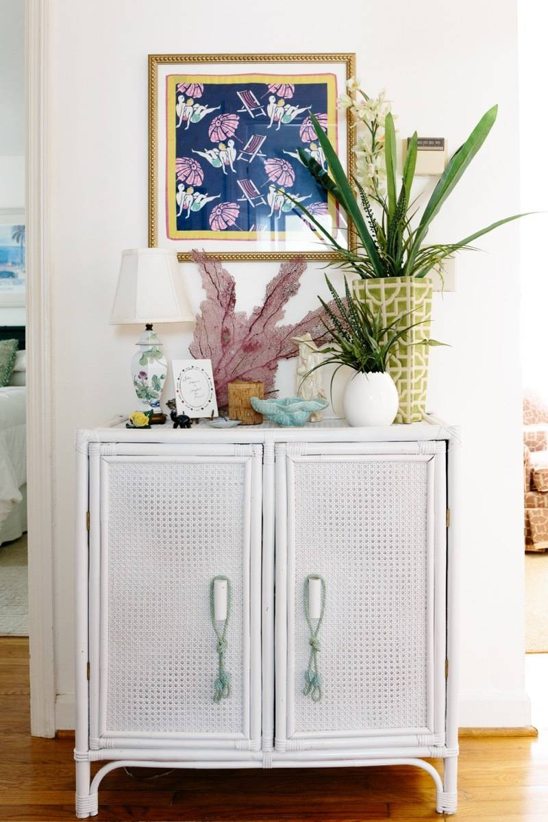 99 ways to use fabric to decorate your home   Frame a scarf