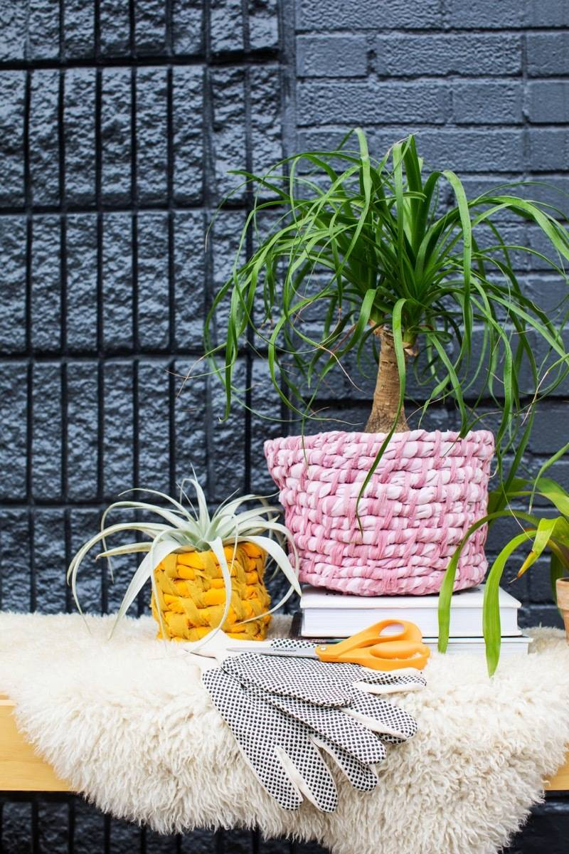 99 ways to use fabric to decorate your home   Coil planters