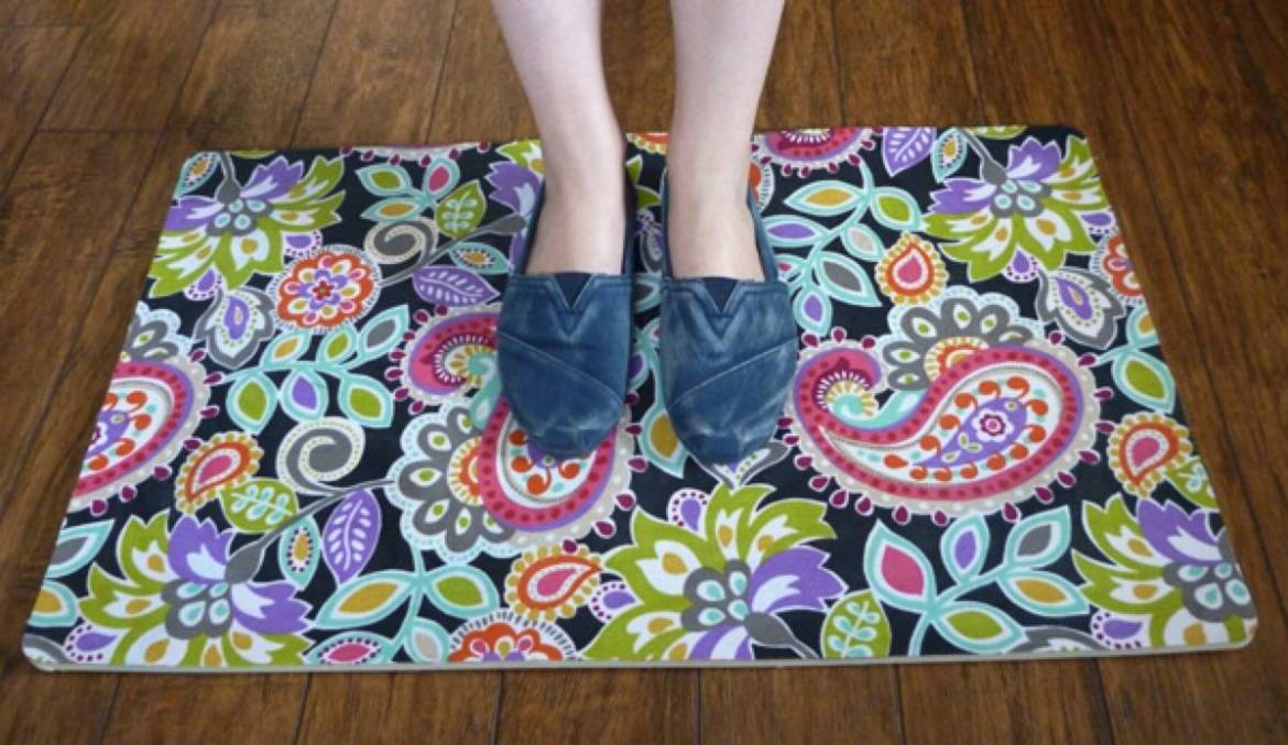 99 ways to use fabric to decorate your home   Custom rug