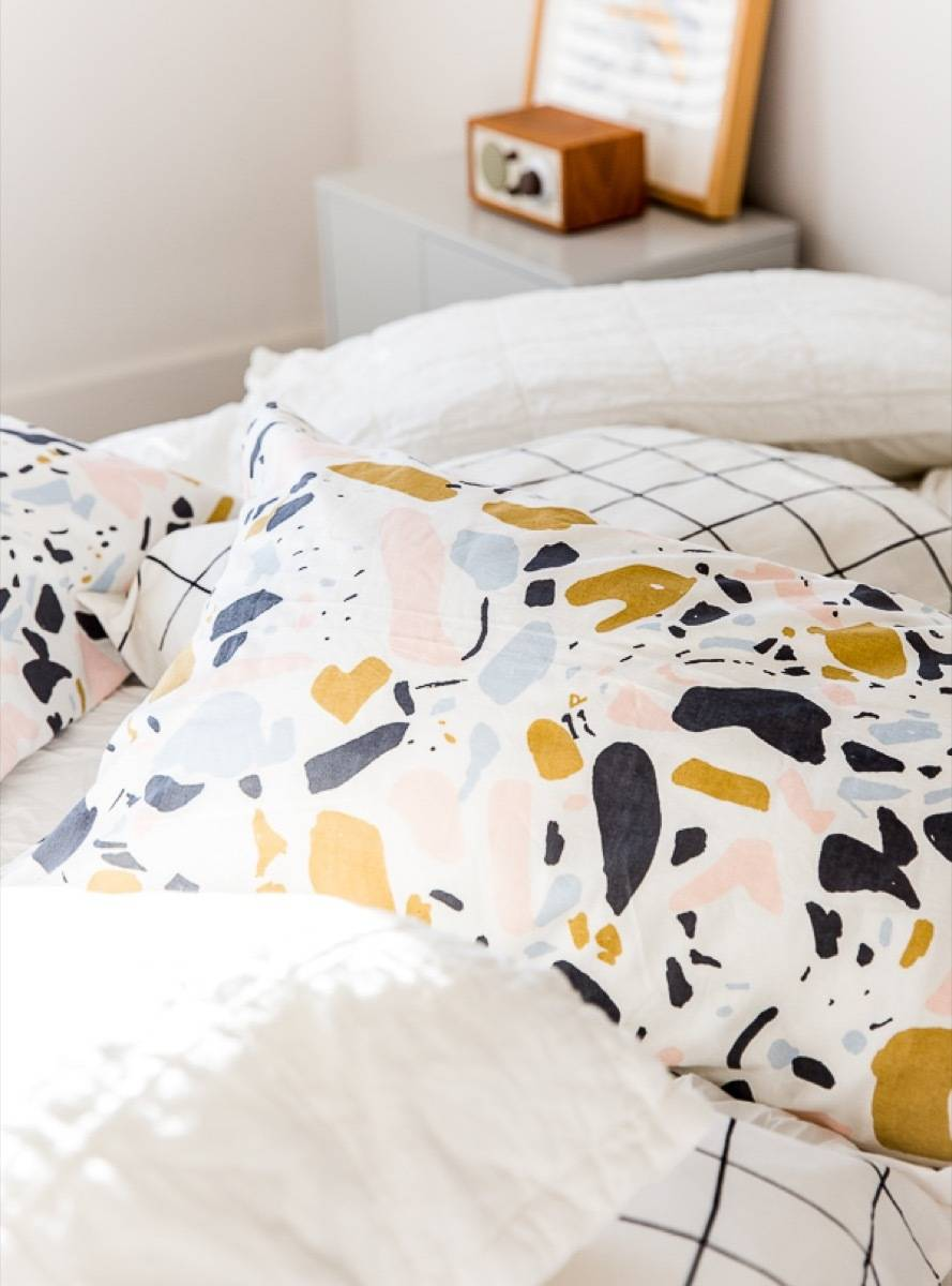 99 ways to use fabric to decorate your home   How to make standard pillowcases