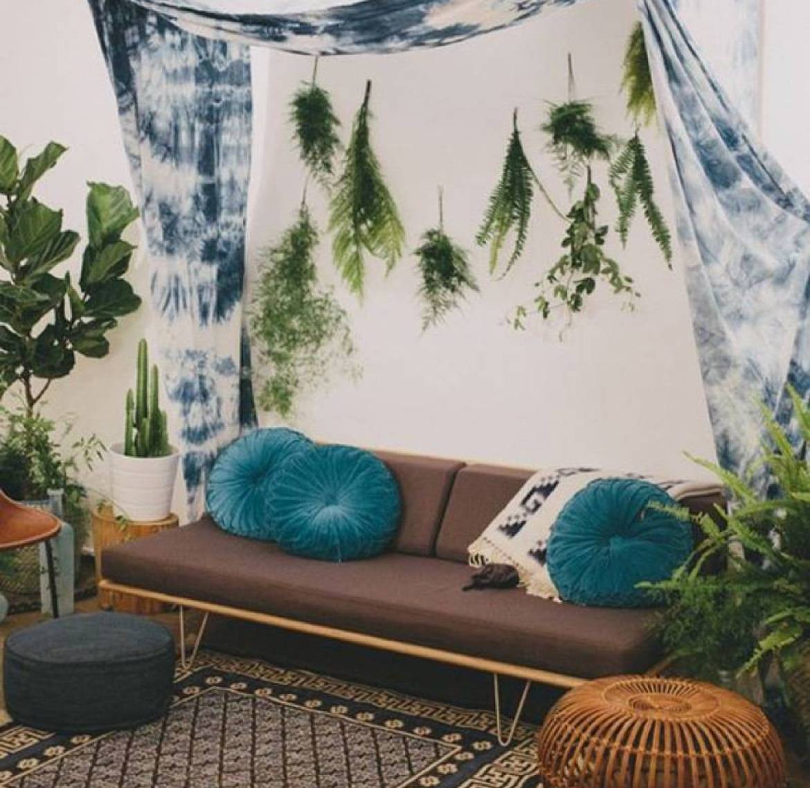 99 ways to use fabric to decorate your home   Hang fabric from the wall