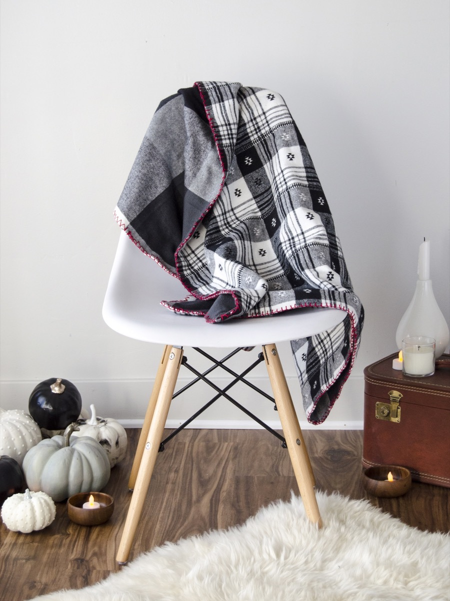 DIY Flannel Throw | Cozy up!