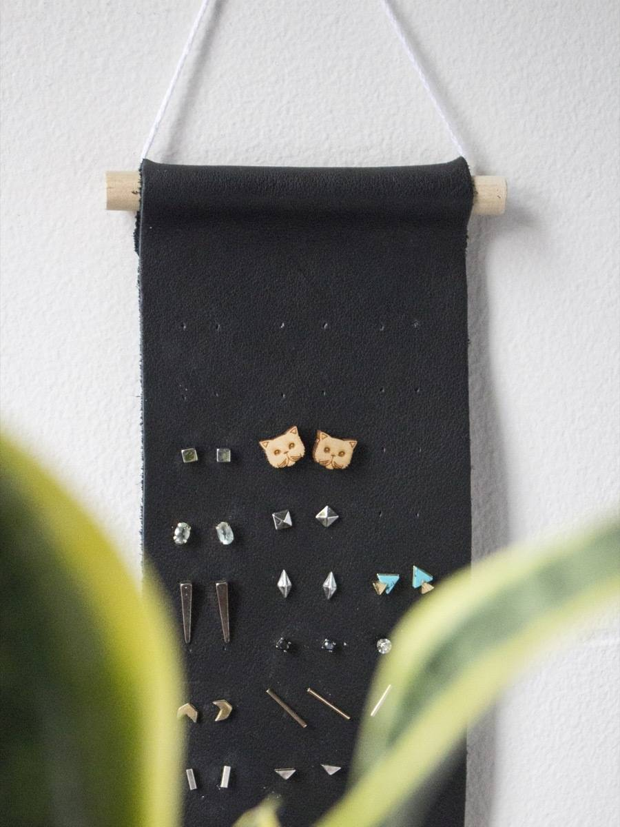 Create this leather organizer - no leather tools required