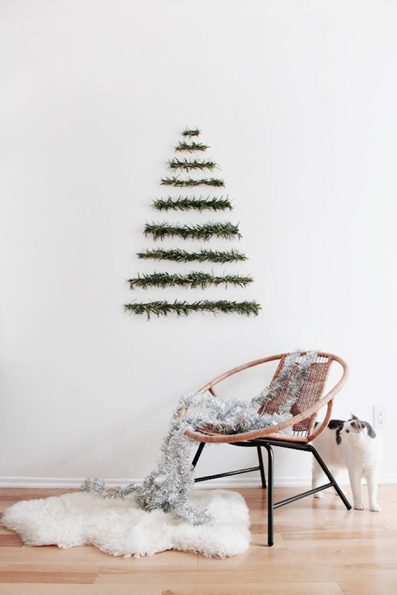81 Stylish Christmas Decor Ideas You Can DIY | Makeshift tree