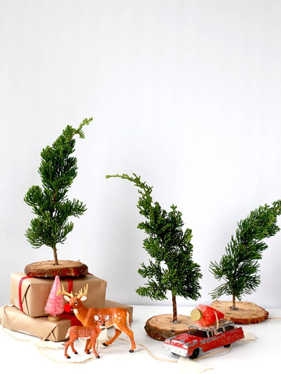 81 Stylish Christmas Decor Ideas You Can DIY | Tiny trees made from scraps