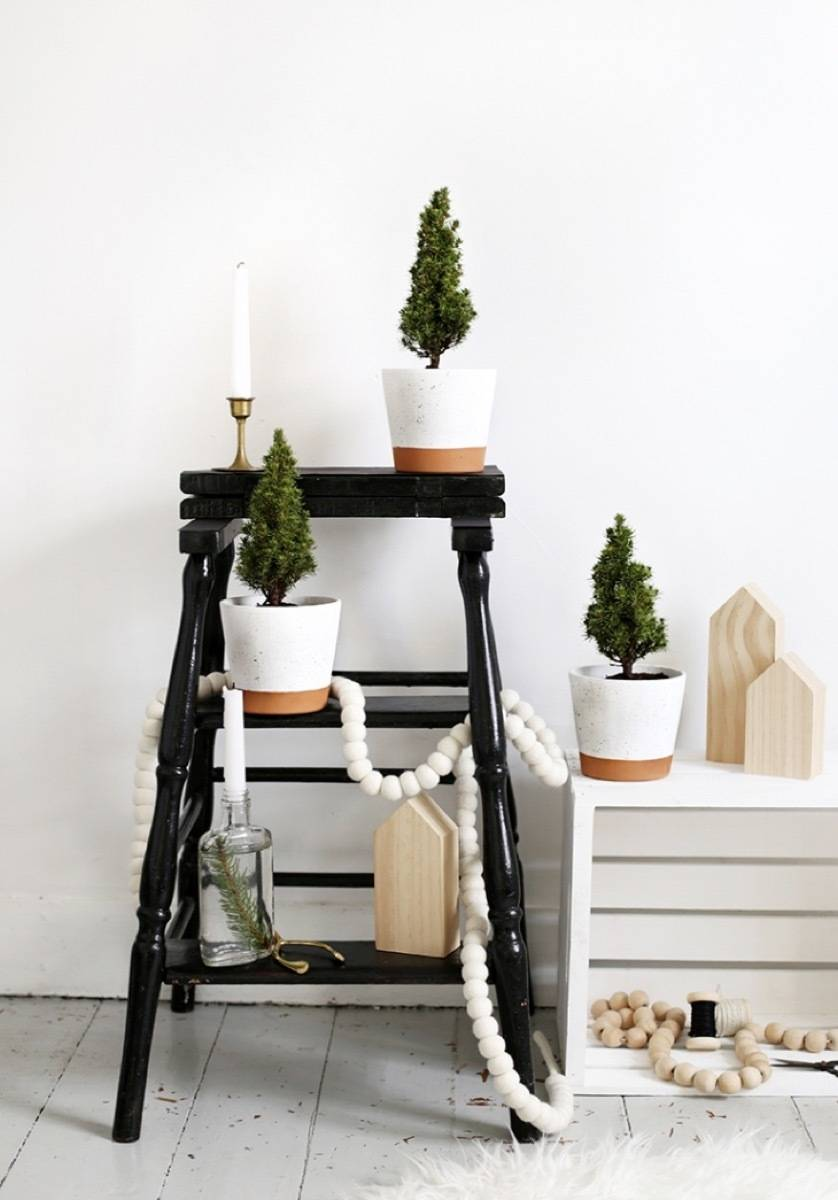 81 Stylish Christmas Decor Ideas You Can DIY | Splatter planters