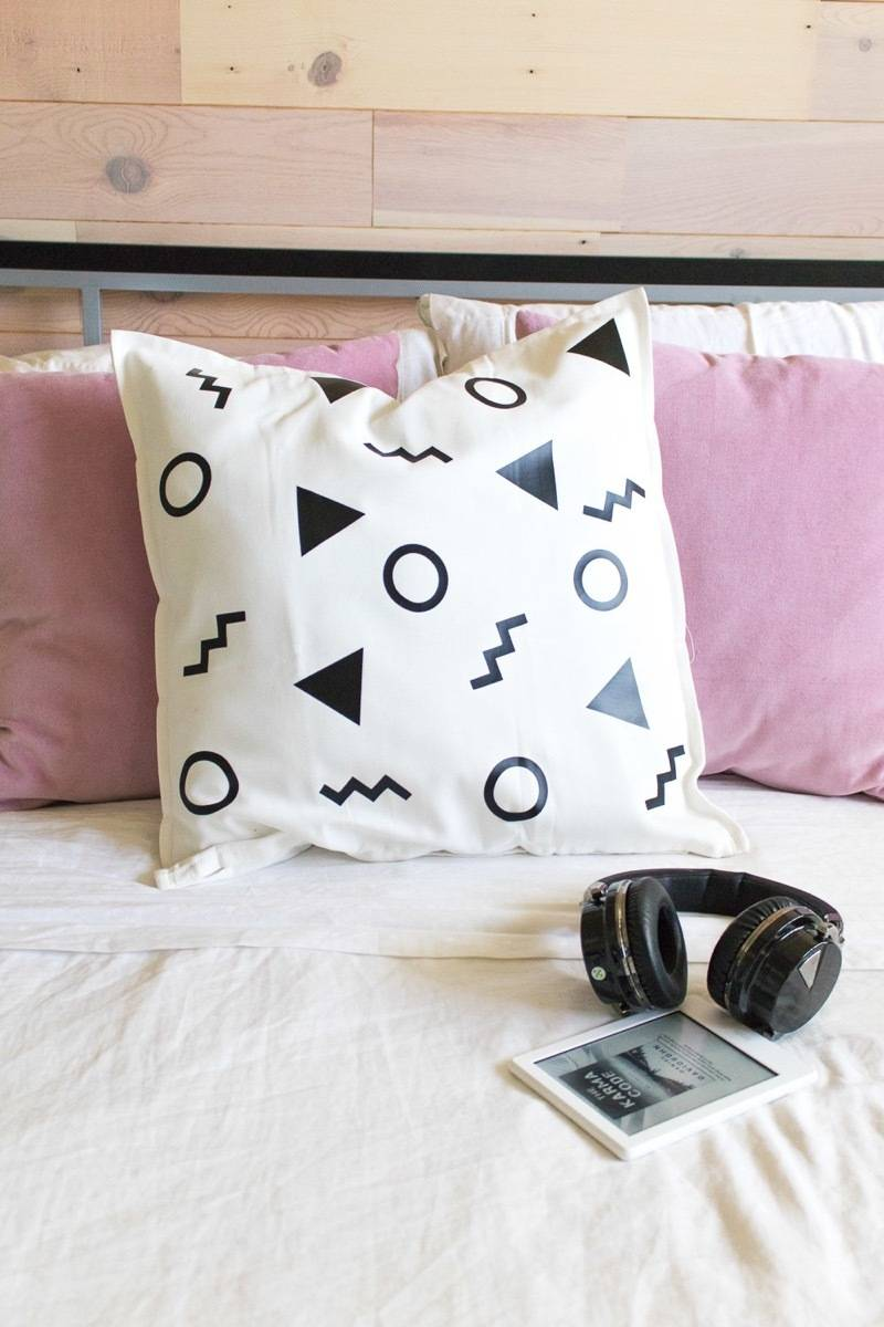 Curbly's Best DIY Projects of 2017: Abstract Patterned Pillow