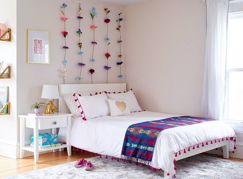 Girl's Room Makeover - Wall Flowers
