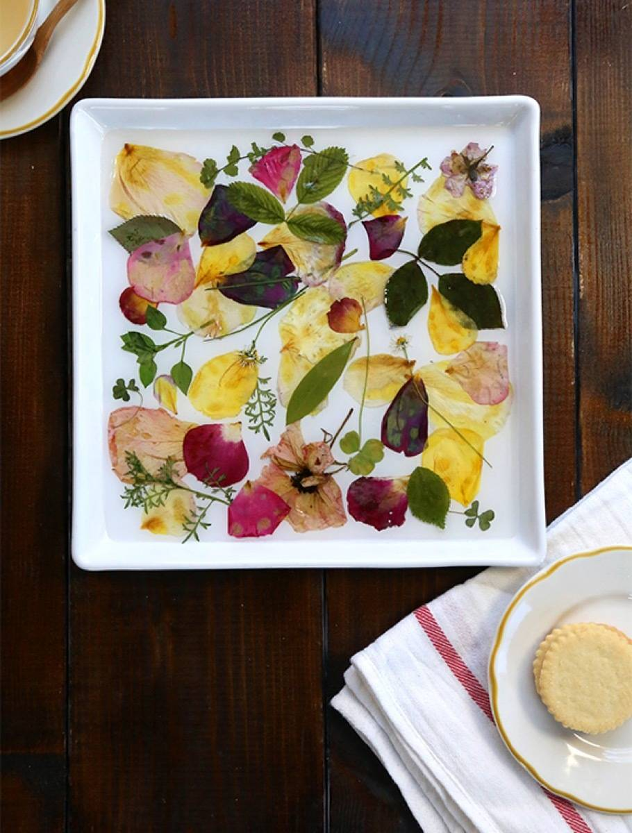 DIY Mother's Day Gift Ideas: Rose petal tray
