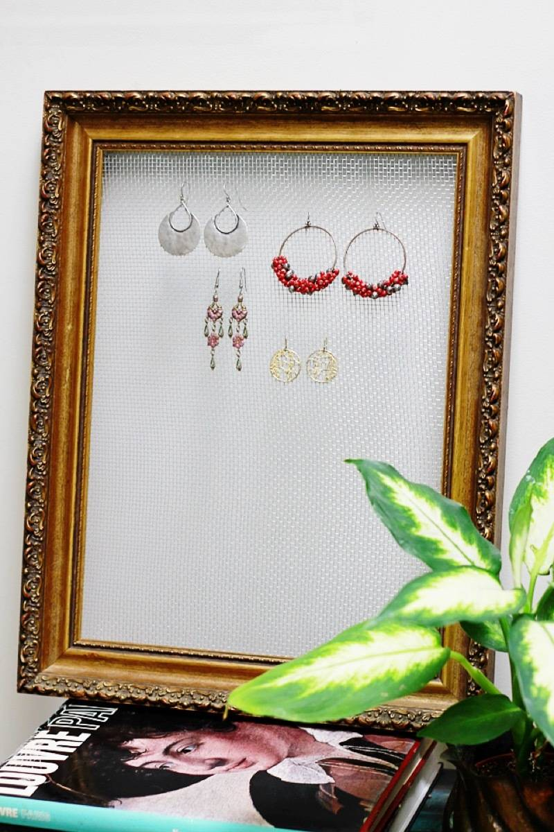 DIY Wire and Frame Earring Display