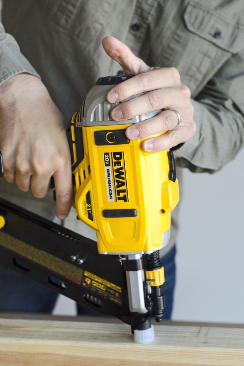 Dewalt cordless framing nailer - 20-volt lithium ion battery - 21-degree