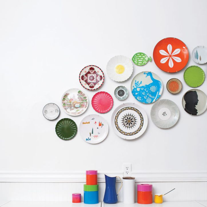 Kitchen Design Essentials Colorful Decorative Multi-sized Plates Displayed on White Wall