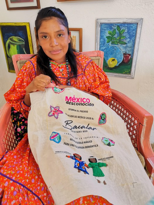 The rarámuri hands that created the awards to the magical towns of the Best of Mexico 2020 2