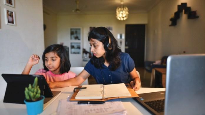 WUJUD permintaan tinggi untuk laptop bagi membolehkan pengguna meneruskan pekerjaan atau pembelajaran di rumah. - FOTO Google