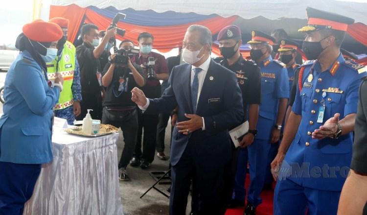 MUHYIDDIN ketika hadir ke majlis Hari Ulang Tahun Pertahanan Awam Ke-69 di Ibu Pejabat APM, Bangi. FOTO Hairul Anuar Rahim
