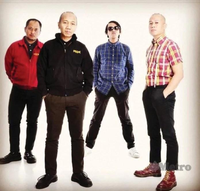 KUMPULAN A.C.A.B dianggotai Anas (depan), Zul (kiri belakang) dan Major Max (tengah) gembira kerana album mereka diterima peminat.