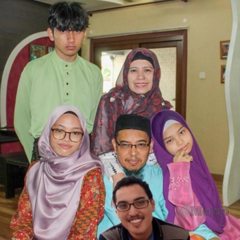 MANISALAMUHIBAHATI Aminjaya bersama keluarga.