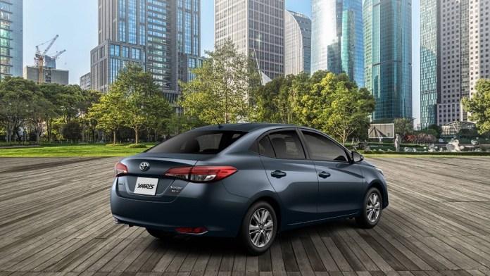 Toyota Yaris en versión sedán, otro líder en ventas.