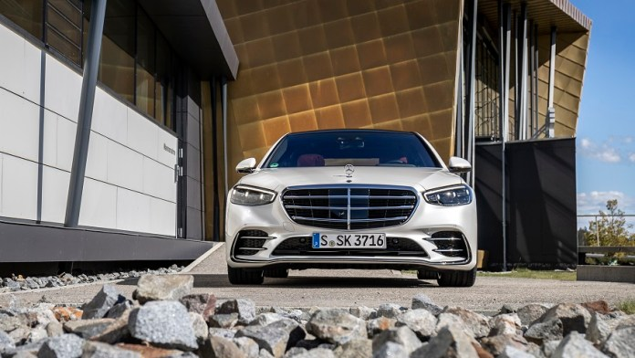 Mercedes Benz, con renovado frontal.