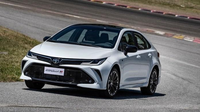 Toyota Corolla, un auto del segmento mediano, que también se ofrece con versión deportiva.