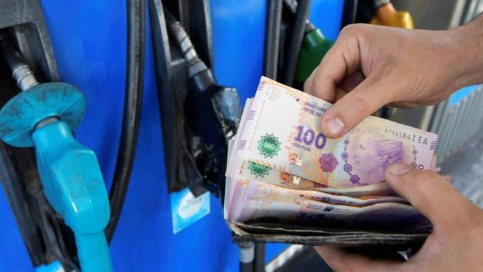 El precio de la nafta golpea fuerte en los bolsillos de la gente.