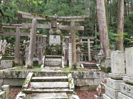 Kumano Kodo day 11 cemetry
