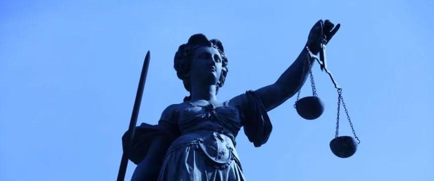 Göttin Justitia (am Frankfurter Römer): Haben Spanier Anspruch auf deutsche Sozialhilfe? Foto: picture alliance / Wolfram Steinberg