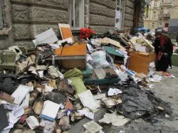 Verwüstete Polizei-Wache in der Martovycha-Straße: Es riecht verbrannt Foto: Billy Six