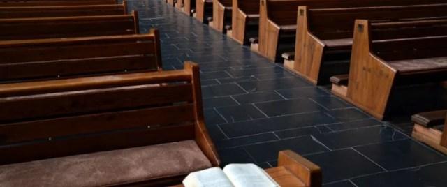 Leere Kirchenbänke: Reform der Kirchrensteuer führt zu Mitgliederschwund Foto: picture alliance