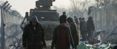 Flüchtlinge an der mazedonisch-griechischen Grenze bei Gevgelija Foto: picture alliance/dpa