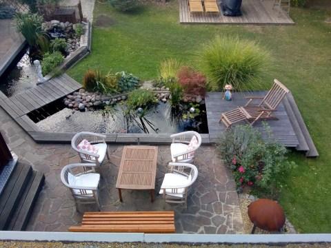 terrasse am teich teich mit großer holzterrasse und schönen kois | oase