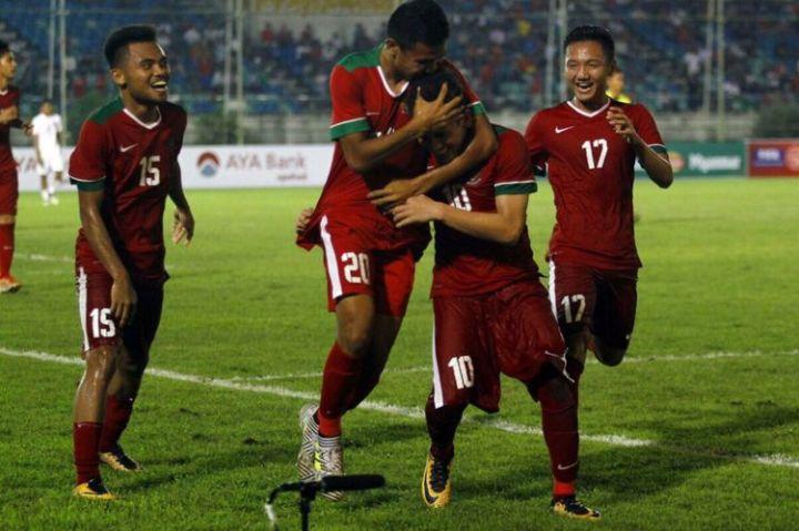 Para pemain timnas U-19 merayakan gol Egy Maulana ke gawang Myanmar pada pertandingan Piala AFF U-18 2017, Selasa (5/9/2017).