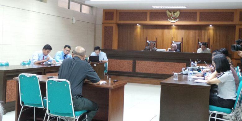 Sidang dugaan praktik monopoli antara PT Tirta Investama (Aqua) dan PT Balina Agung Perkasa (BAP) dengan PT Tirta Fresindo Jaya (Le Minerale), di kantor KPPU, Jakarta Pusat, Selasa (18/7/2017).