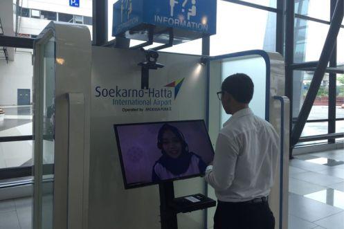 Booth Contact Center interaktif yang tersedia di Terminal 3 Bandara Soekarno-Hatta, Tangerang, Senin (9/10/2017). Fasilitas ini disediakan bagi pengguna jasa bandara untuk menanyakan informasi seputar bandara, maskapai, dan tenant di area bandara