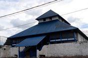 Suasana Berbeda Saat Shalat Tarawih di Masjid Keraton Buton