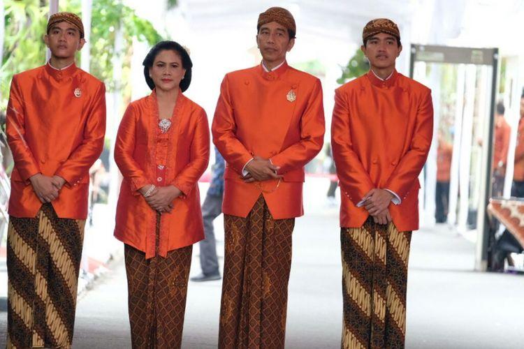 Busana Jokowi dan keluarga saat prosesi siraman