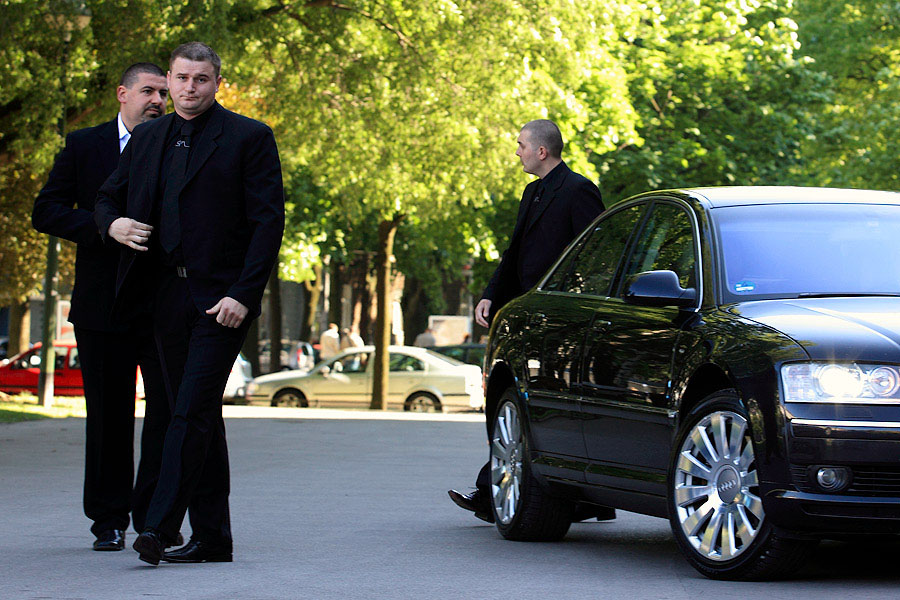 http://www.sokol-maric.hr/en/tjelesna_zastita/bodyguard02.jpg