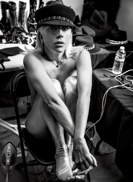Znalezione obrazy dla zapytania Lady Gaga Vogue Cover Photographed by Inez and Vinoodh
