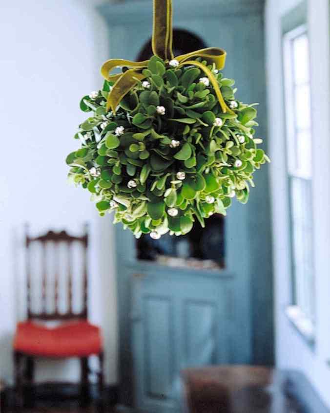mistletoe ball holiday decoration