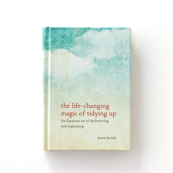 decluttering-book-2-d112046.jpg