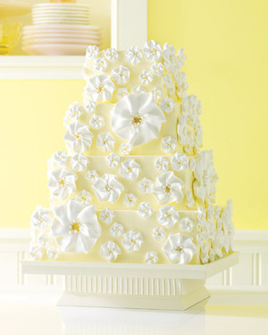 5 Wedding Cake Ideas That Come By Their Soft Colors Naturally