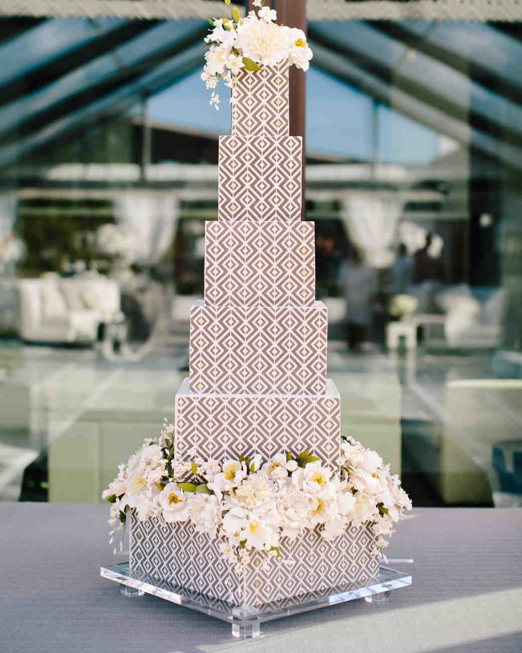 20 Unique Wedding Cake Shapes Contemporary Couples Should
