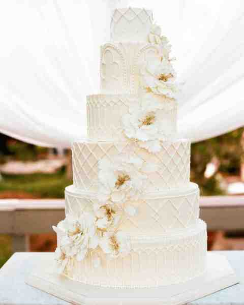 32 Amazing Wedding Cakes You Have to See to Believe   Martha Stewart     detailed all white cake