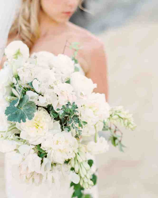 8 Bouquets Inspired By The Most Por Wedding Flowers