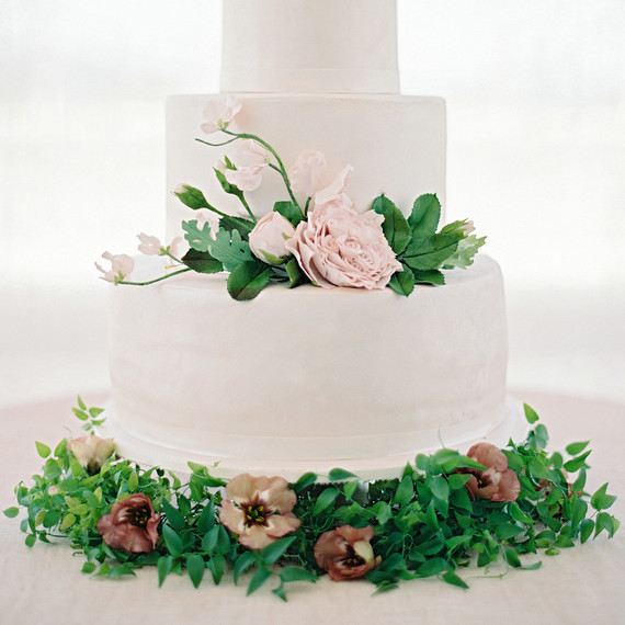 How to Order a Cutting Cake and Sheet Cakes for Your Wedding     amanda alex wedding cake