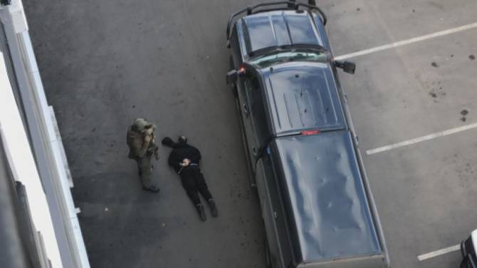 Click to play video: Caught on video: Federal RCMP make dramatic arrest in Kelowna, B.C.