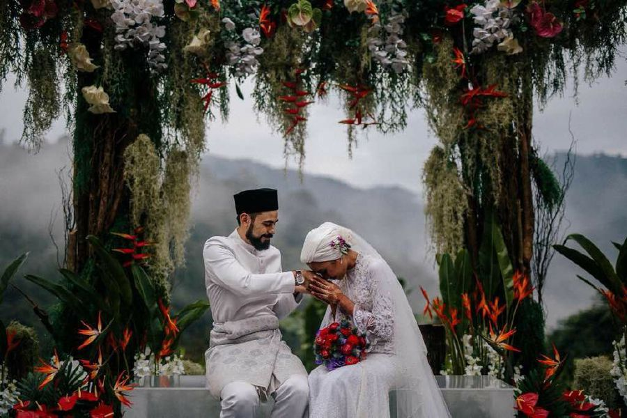 Showbiz Yuna And Adam Sinclair Tie The Knot New