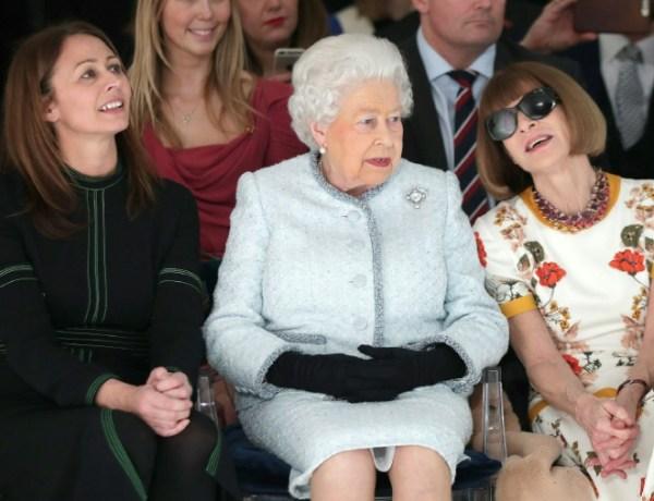 Elizabeth II assiste pour la première fois à la Fashion Week de Londres