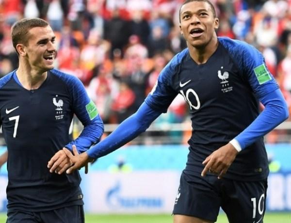 Mondial 2018 : quand les Bleus sont réconfortés par leurs proches, un moment d'émotion intense!